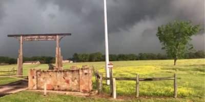 В США из-за сильного торнадо погибли восемь человек