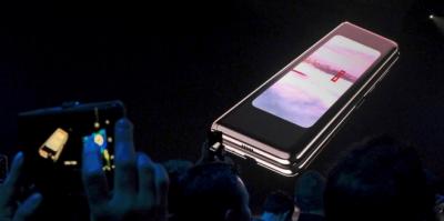 Специалисты назвали причину поломки гибких смартфонов Samsung Galaxy Fold