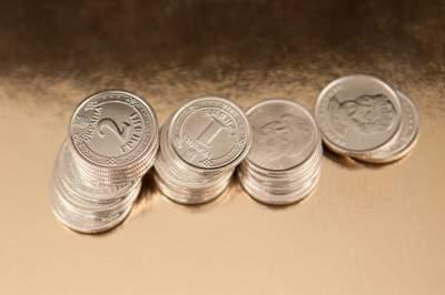Гривна существенно укрепилась к доллару и евро