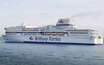 Во Франции загорелось судно с тысячей людей на борту