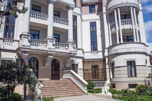 Зеленские приобрели недвижимость в Крыму за полцены – Reuters