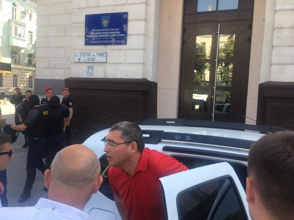 В Молдове задержали лидера пророссийской партии Ренато Усатого