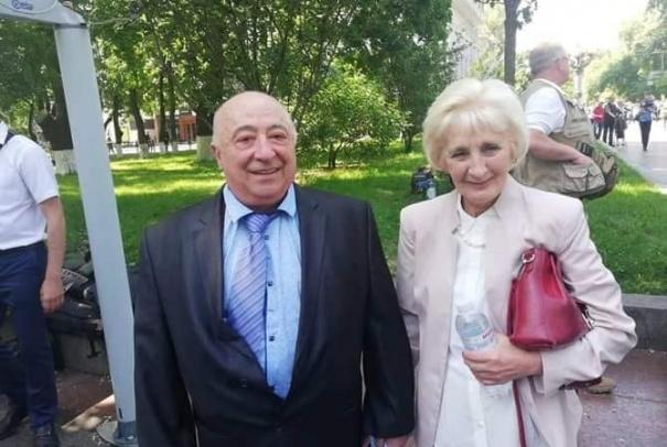 Зеленский и Порошенко поздравили своих отцов с праздником