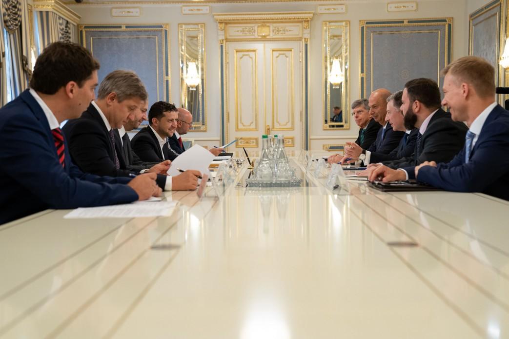 Зеленский рассказал Волкеру о невыполнении договоренностей оккупационными властями на Донбассе