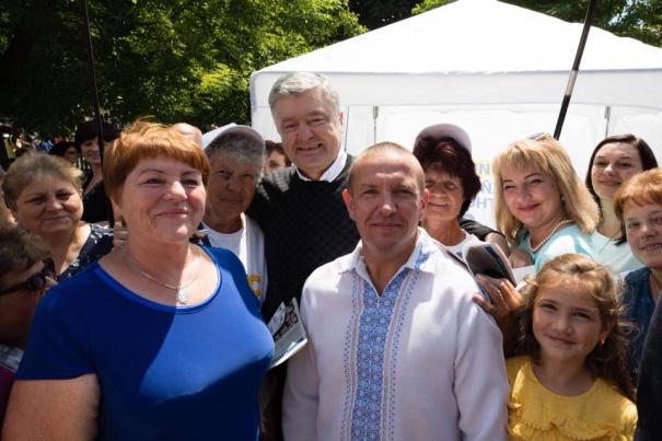Порошенко прокомментировал победу над представителем «Слуги народа»