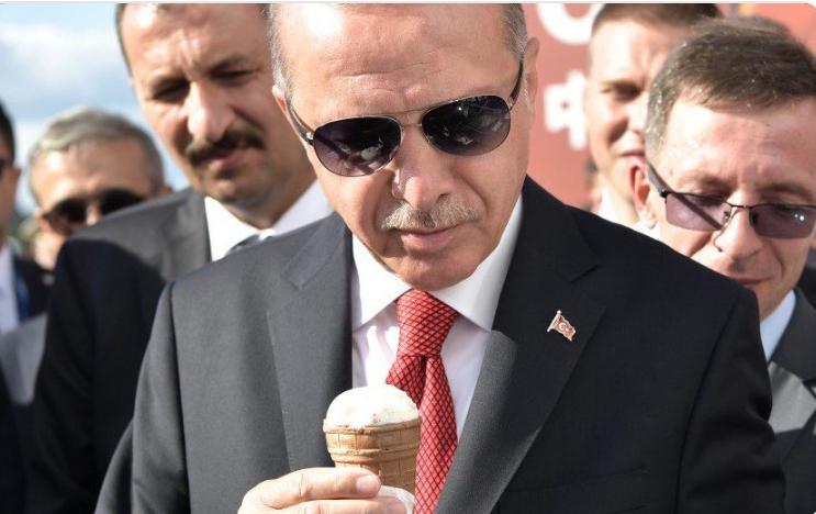 Путин купил Эрдогану вафельное мороженое
