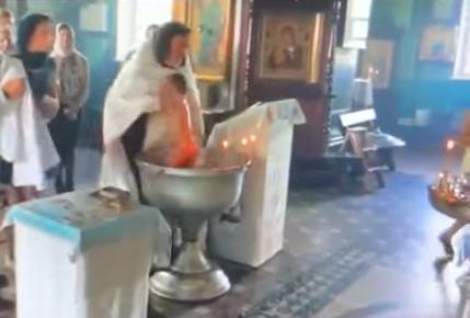 В России вспыхнул скандал из-за жестоко проведенного обряда крещения ребенка