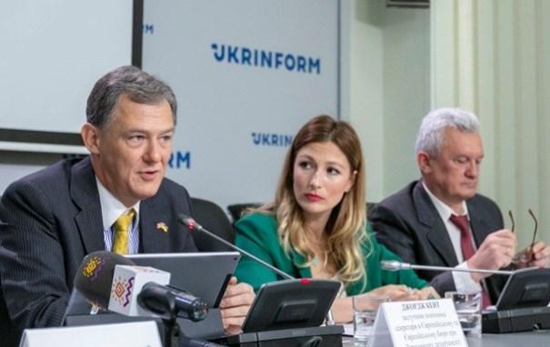 США передали Украине оборудование для вещания на Донбассе