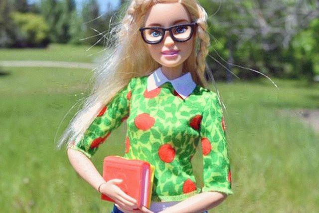 Производитель Барби подал в суд на украинскую компанию за выпуск куклы Аси