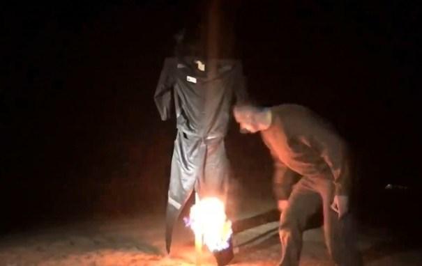 Появилось видео, как Сенцов сжег тюремную робу
