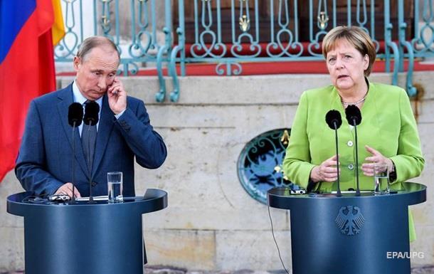 Путин объяснил Меркель ситуацию по нормандскому формату