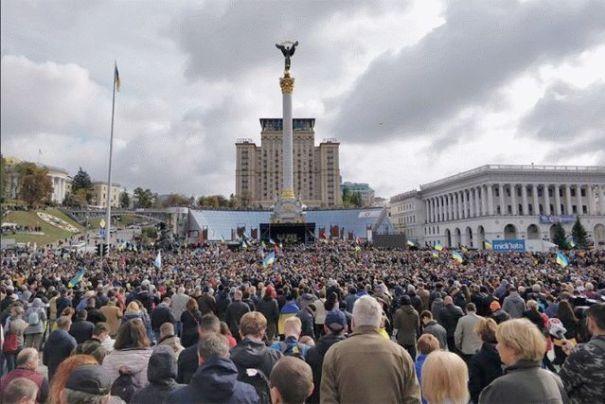 На Майдане проходит вече «Останови капитуляцию»