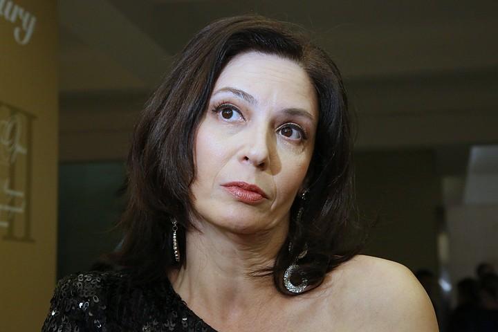 Российскую актрису сняли с самолета за пьяный дебош