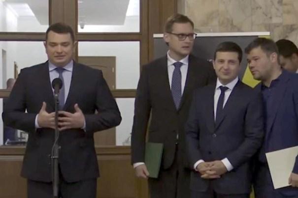Зеленский обратился с призывом к сотрудникам НАБУ и САП