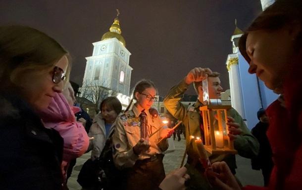 В Украину привезли Вифлеемский огонь мира
