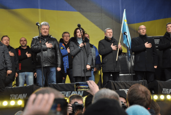 В Порошенко провокатор запустил несколько яиц