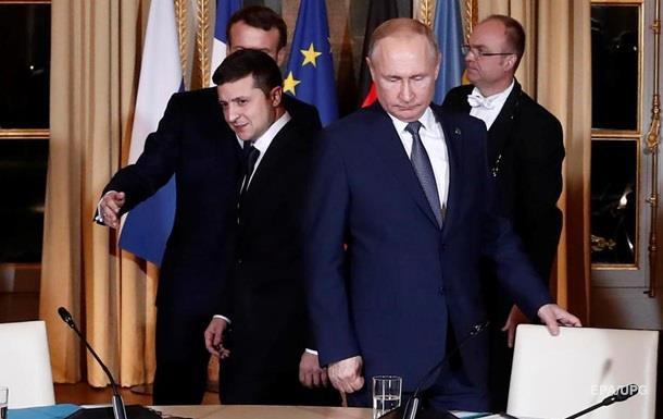Рядом с Путиным в Париже был человек с оружием