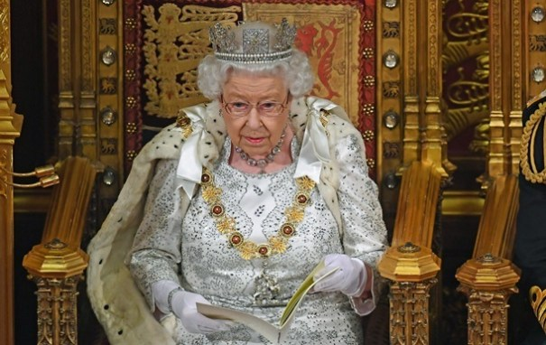 Brexit Великобритании: Королева Елизавета II поставила точку