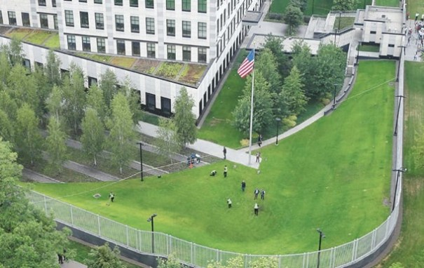 В Киеве допросили сотни сотрудников посольства США