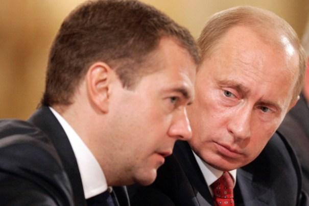 Путин взял в свои руки власть Медведева