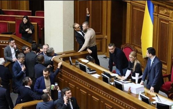 Тимошенко заняла место Разумкова: в Раде произошла потасовка