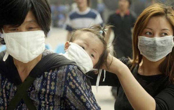 Китай назвал основной путь распространения коронавируса