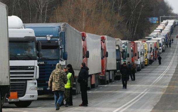 Водители фур блокируют въезды и центр Киева