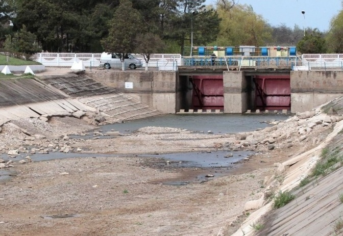 В Симферополе запасов питьевой воды осталось на три месяца
