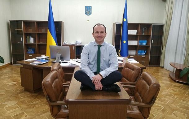 Министр юстиции Малюська удивил новым фото в забавной позе