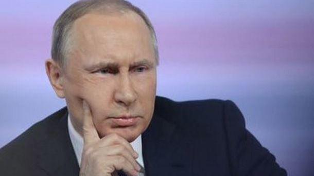 В Кремле начали измерять температуру всем встречающимся с Путиным
