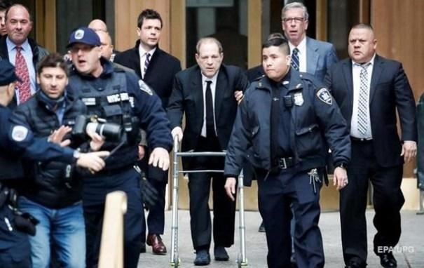 Суд признал Харви Вайнштейна виновным в изнасиловании