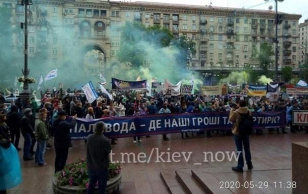 В Киеве протестующие блокировали Крещатик