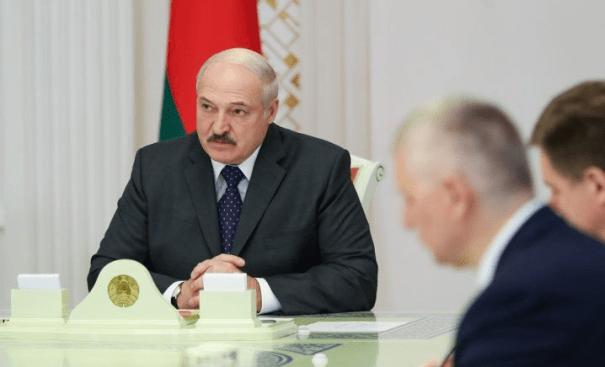 Лукашенко бьет тревогу из-за смертности от коронавируса в Беларуси