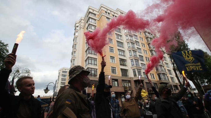 К дому Зеленского пришли протестующие националисты