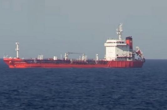 Фрегат «Гетман Сагайдачный» вынудил российский танкер убрать триколор