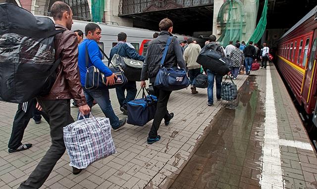 У Зеленского объяснили запрет на выезд из Украины заробитчан
