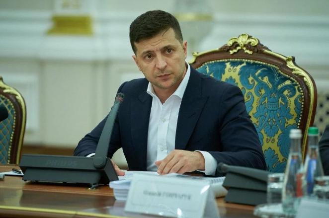 Избиратели оценили год работы президента Зеленского