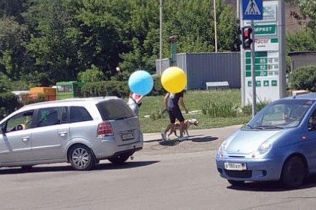 В Донецке патриоты Украины отпраздновали День Конституции