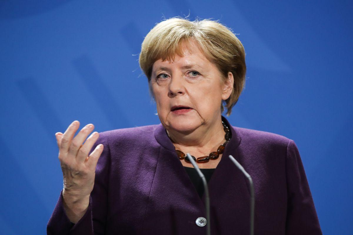 Меркель обвинила Россию в ведении гибридных войн