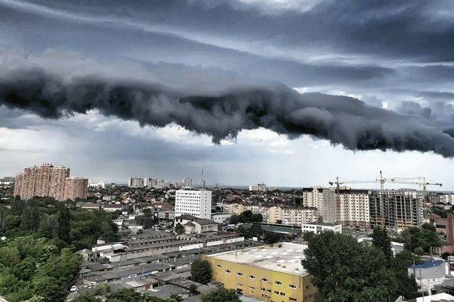 Над Одессой пронеслось воздушное «цунами»: фото