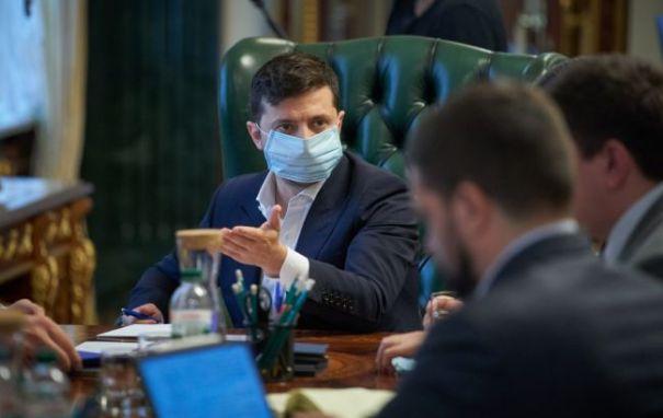Зеленский пояснил, почему не разрешает массовые мероприятия