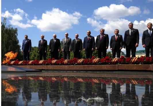 Лукашенко и Путин обменялись враждебными выпадами на параде в Москве