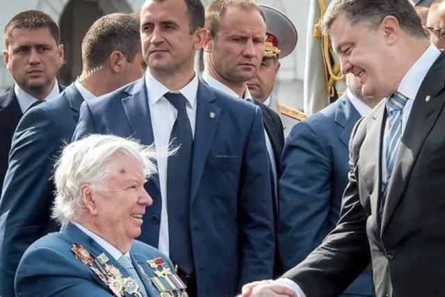 Смерть Порошенко-старшего связывают с возможным арестом пятого президента