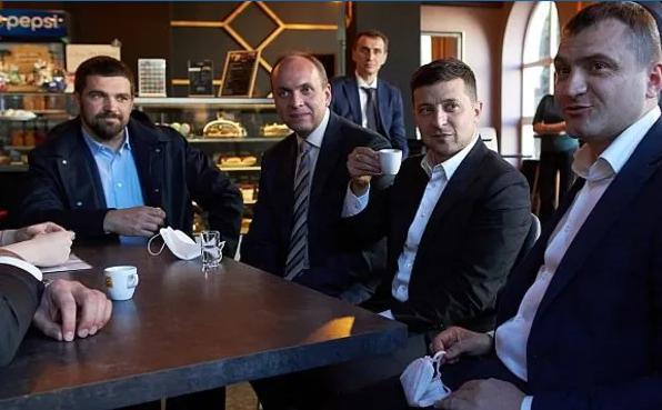 Зеленский высказался о штрафе за посещение им кафе