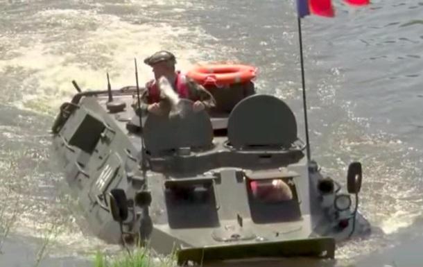 Рыба ударила по лицу министра обороны Молдовы: видео