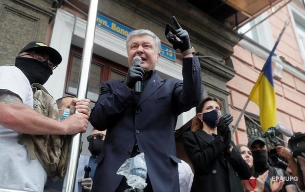 Порошенко в ГБР отказался давать показания