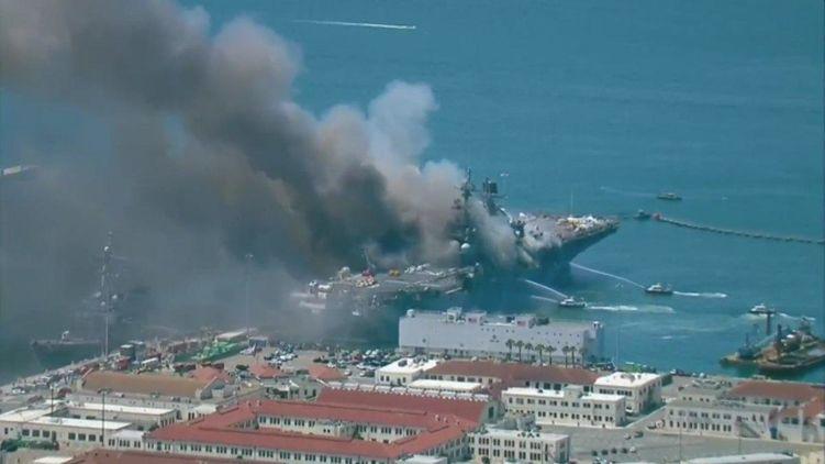 На корабле ВМС США сильный пожар спровоцировал взрыв