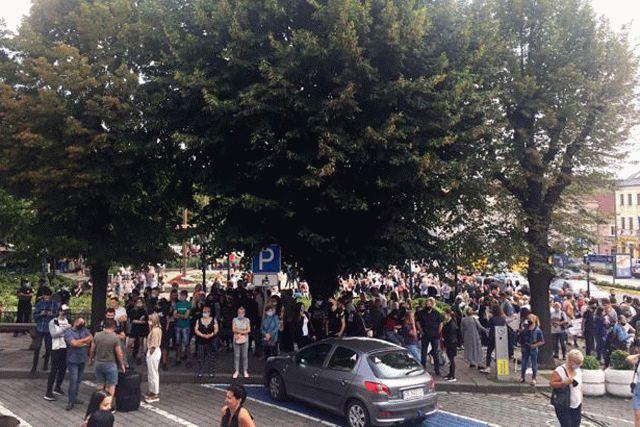 В Черновцах люди вышли на протест против ужесточения карантина