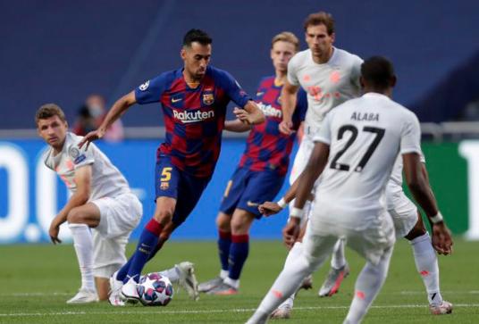 «Бавария» в Лиге чемпионов разгромила «Барселону» со счетом 8:2