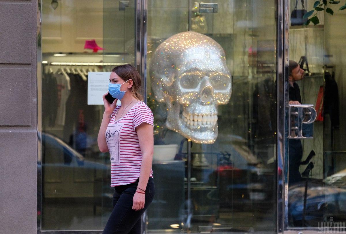 Украина поднялась на 29 место в мире по количеству случаев заражения коронавирусом